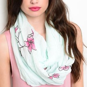 Floral print infinity scarf 🧣 NWT